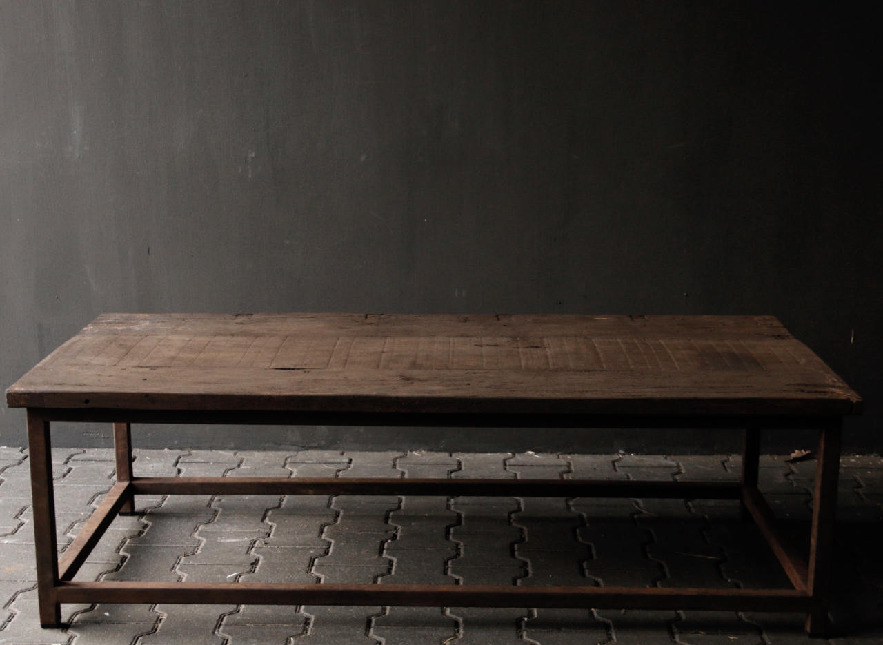 Dark wooden coffee table with iron rusty frame-4