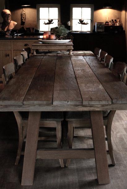 Stoere robuuste eetkamer tafel oud hout