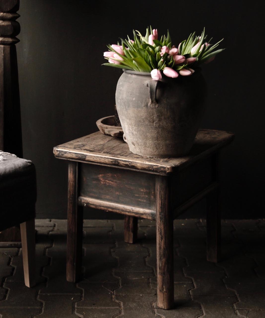 Alter authentischer Holztisch mit einer Schublade-3