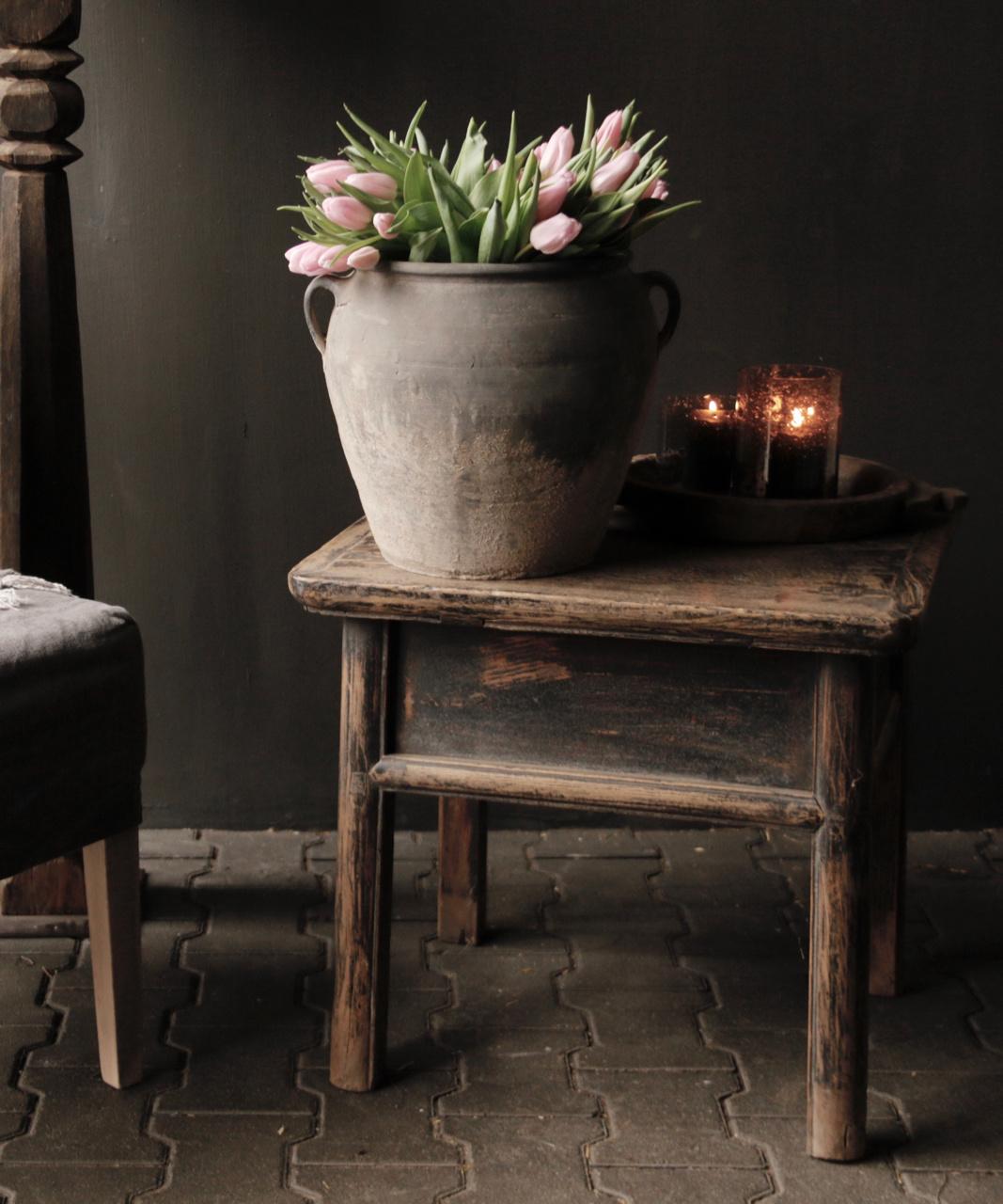 Alter authentischer Holztisch mit einer Schublade-4