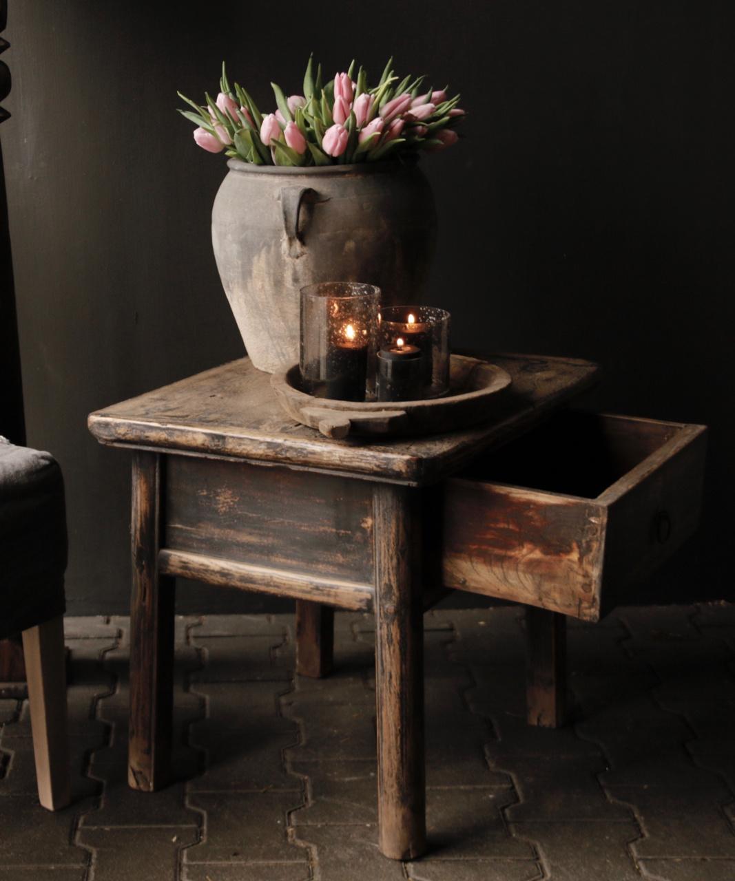 Alter authentischer Holztisch mit einer Schublade-5
