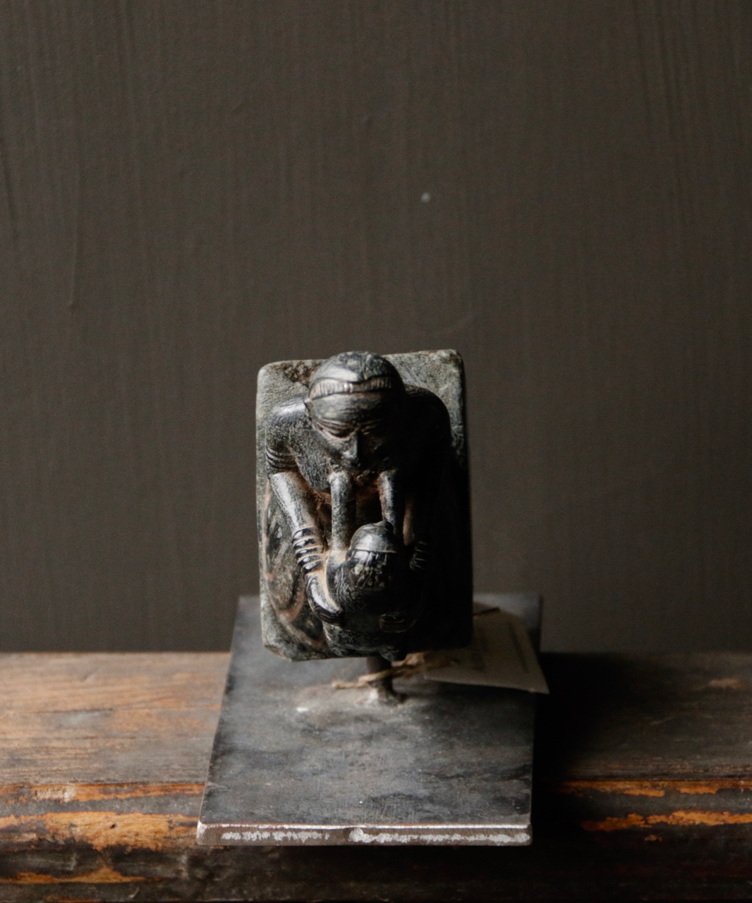 Nature Stone statue Mother with baby on iron stand-2