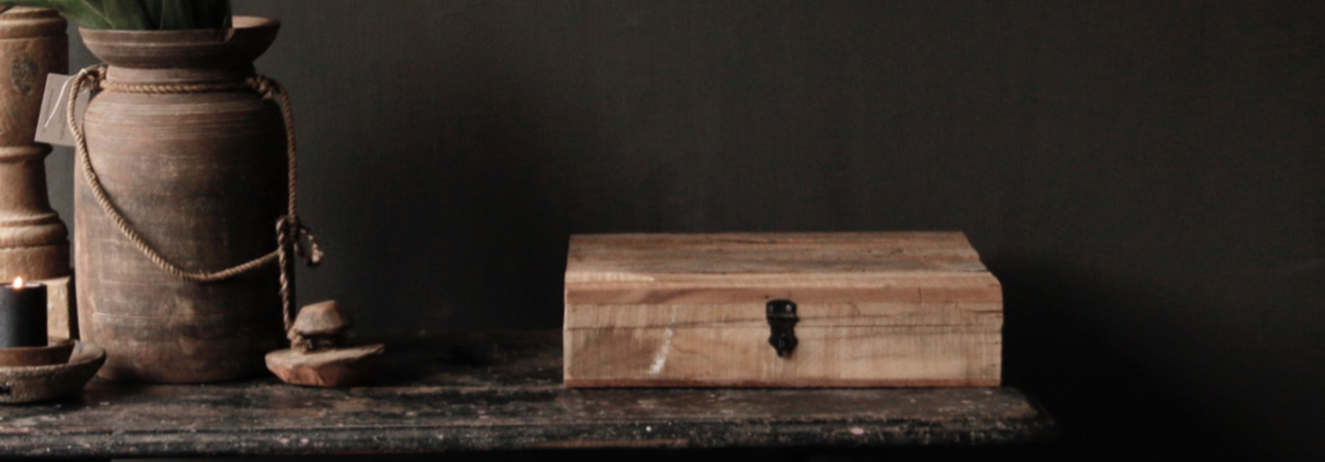 Robust driftwood wooden box