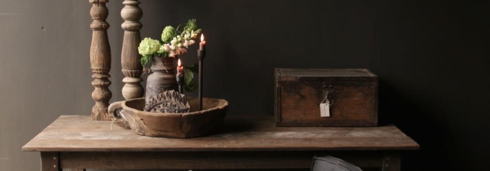 Alter authentischer Holztisch