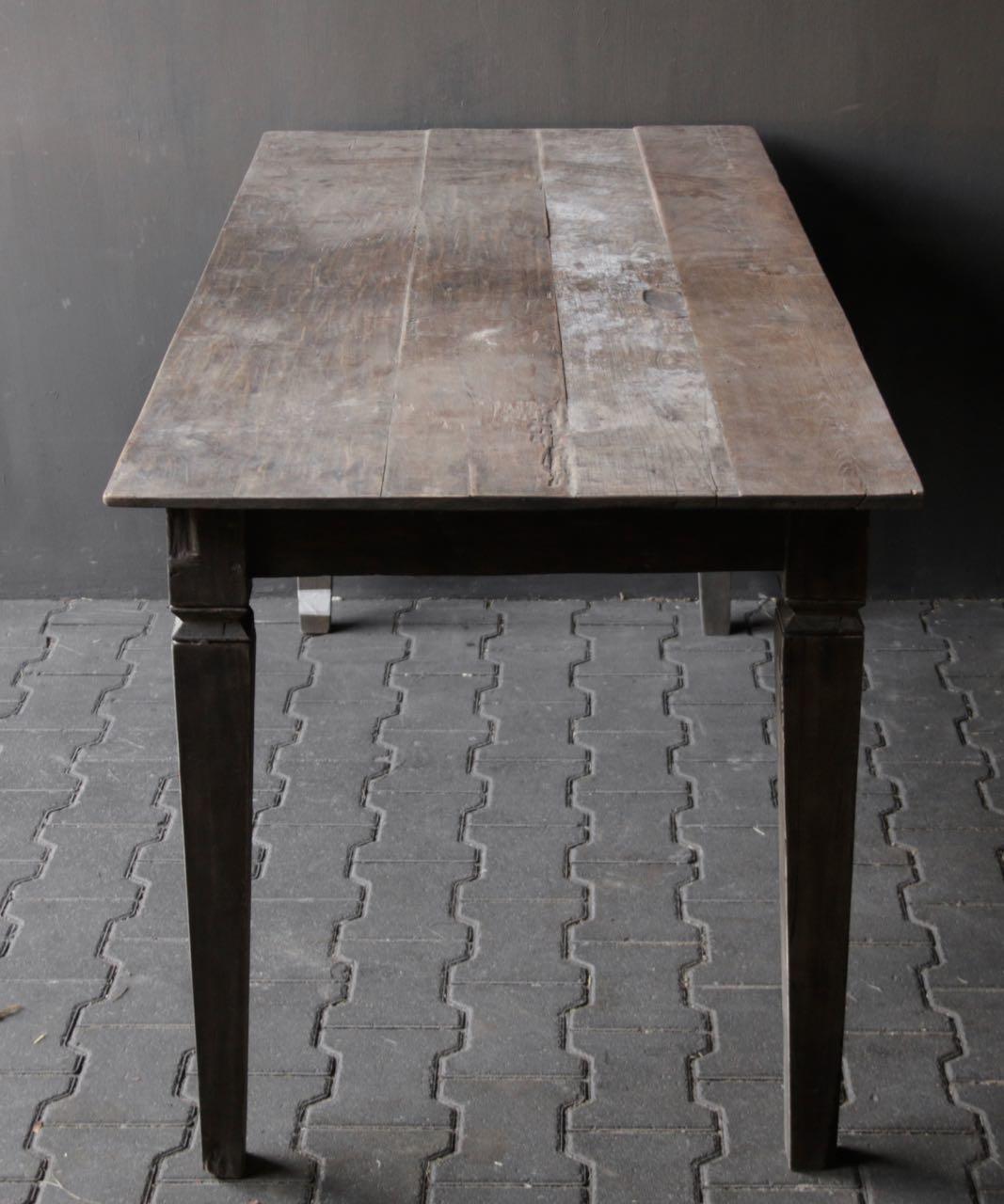 Alter authentischer Holztisch-4