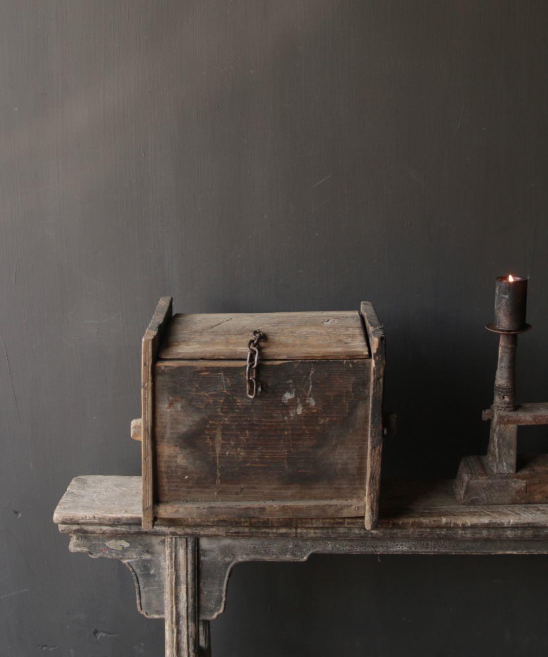 Stoer oud Himalaya   Kistje / Boxje-5