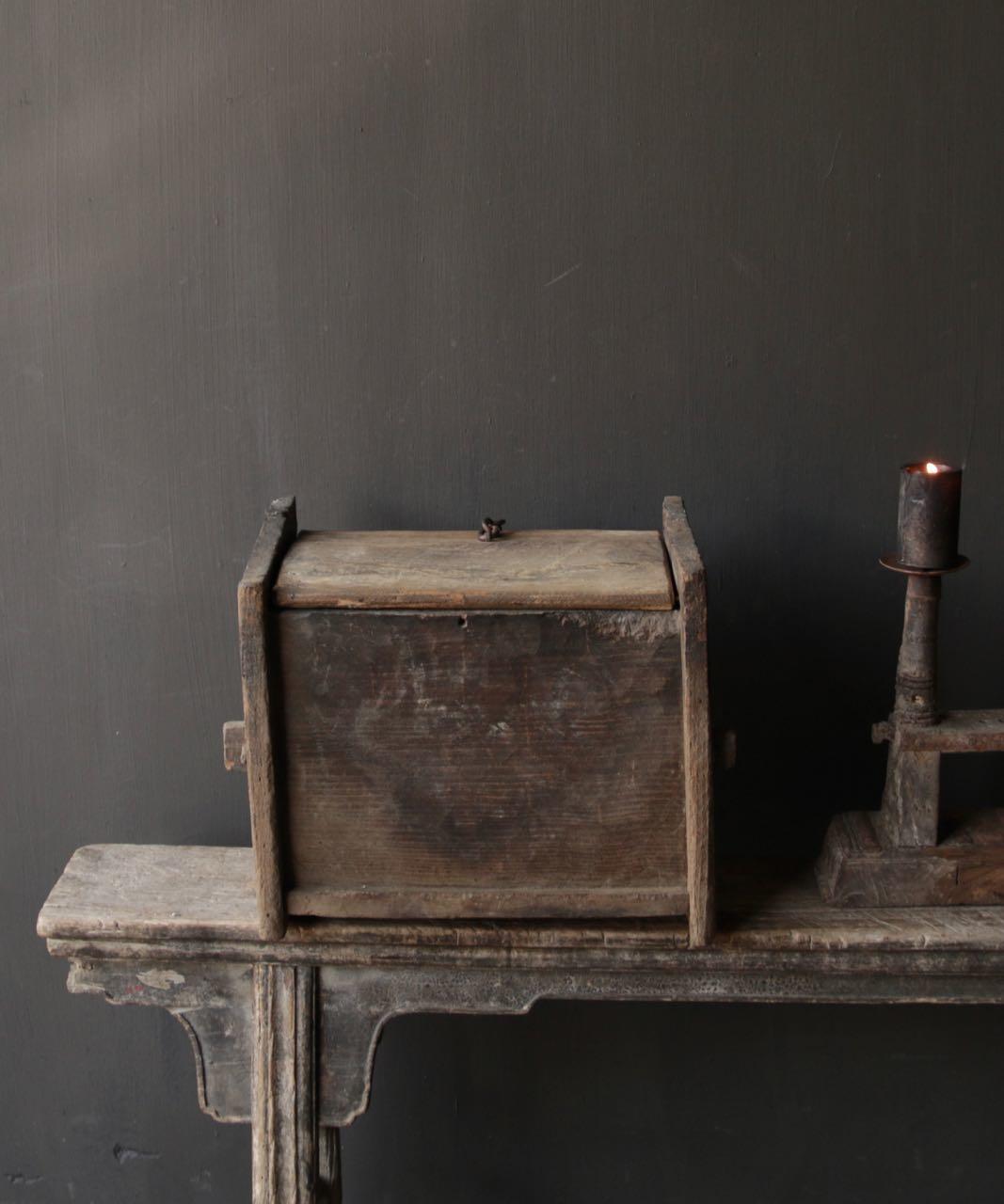 Stoer oud Himalaya   Kistje / Boxje-7