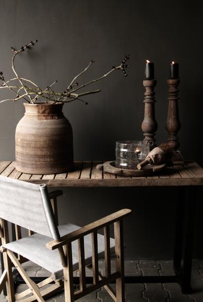 Robuster Beistelltisch / Wandtisch aus Holz mit Eisenfuß