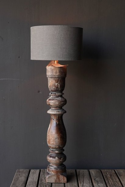 Alter hölzerner Baluster Lampensockel