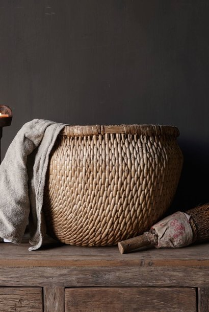 Einzigartiger alter authentischer großer Weidenkorb