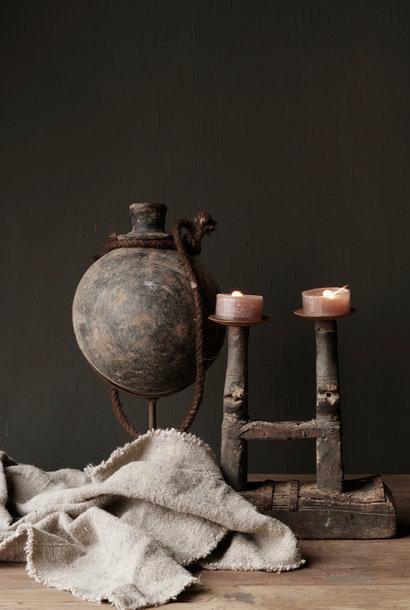 Oude Indische Sural fles  in  ijzeren stander