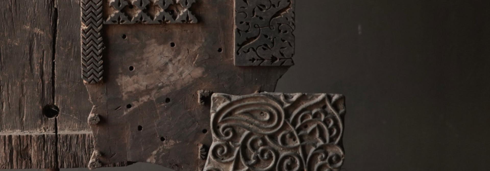 Houten batik stempel op ijzeren voetje