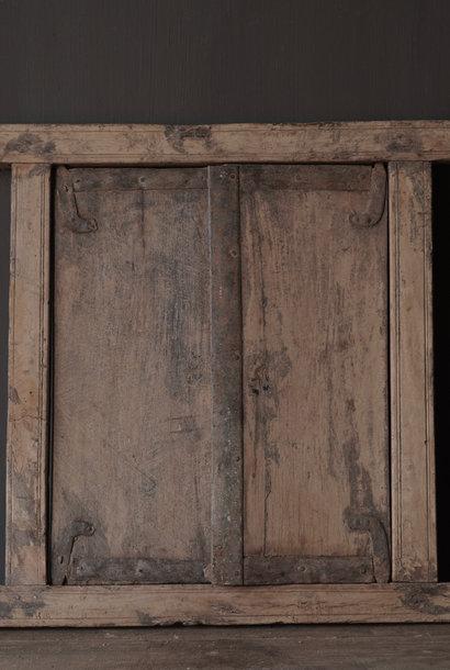 Oud indisch houten luikje