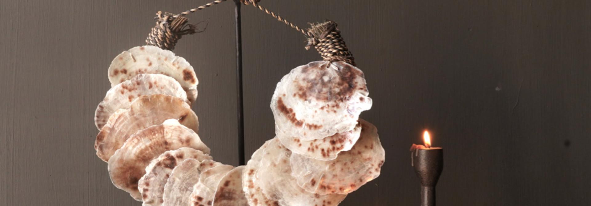 Muschelkette auf Eisenständer