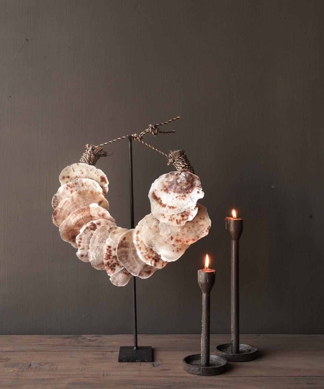 Muschelkette auf Eisenständer-1