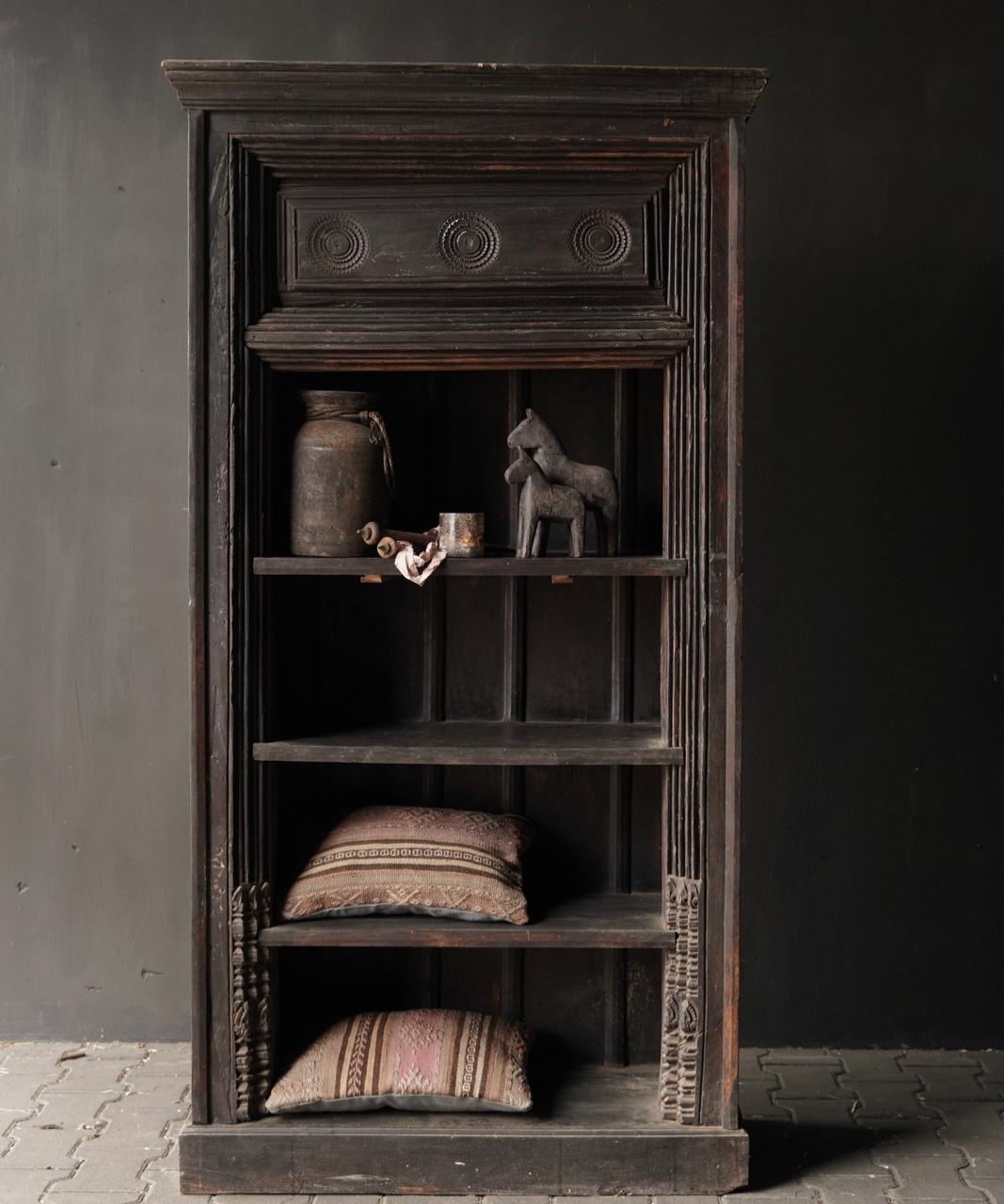 Authentischer alter schöner indischer offener Holzschrank-1