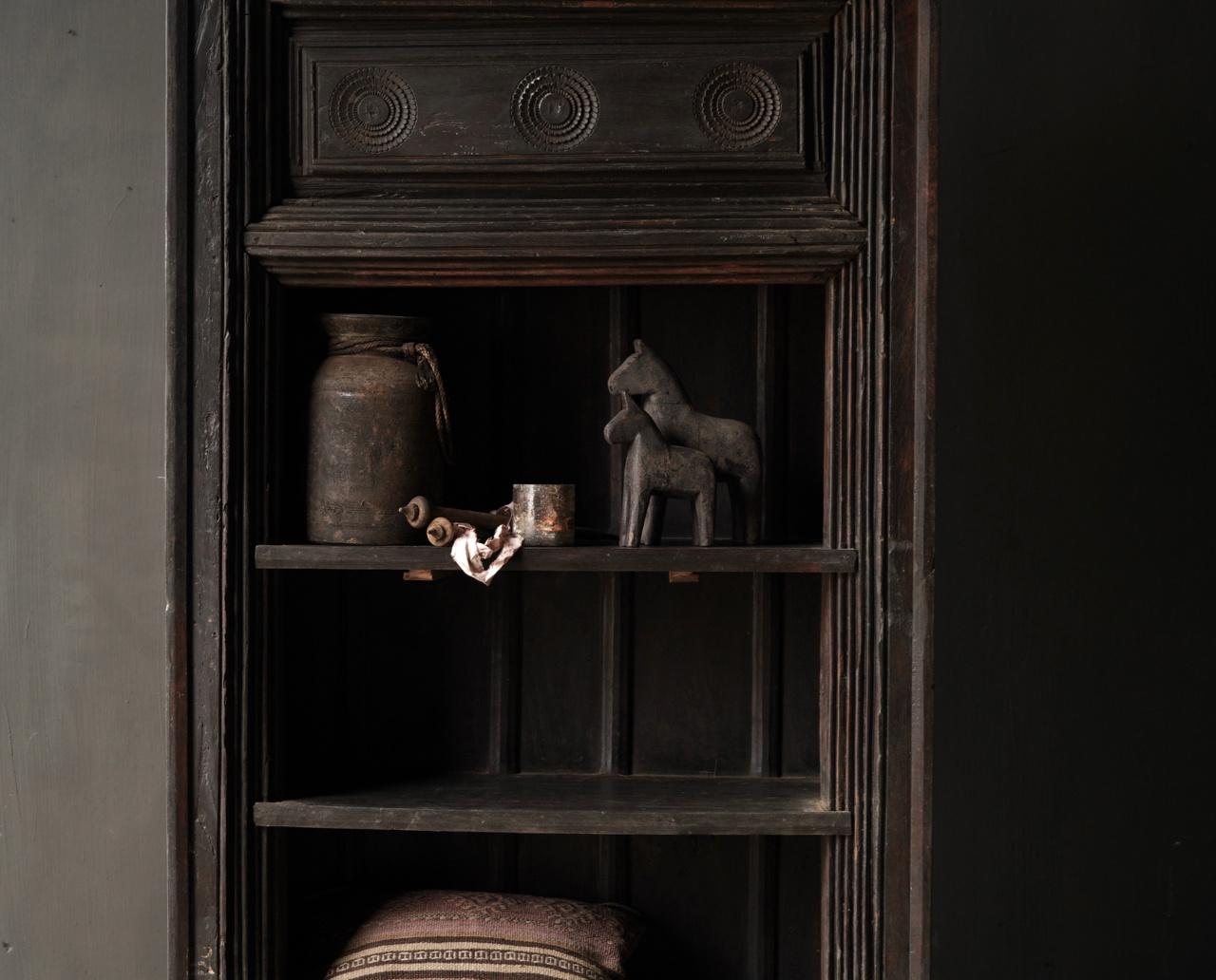 Authentischer alter schöner indischer offener Holzschrank-2