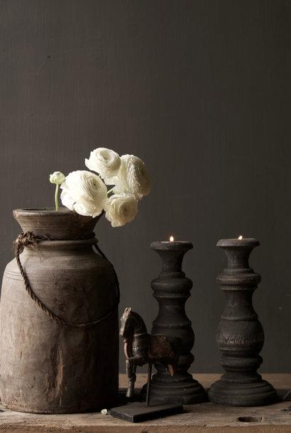 Robuster alter hölzerner Kerzenhalter