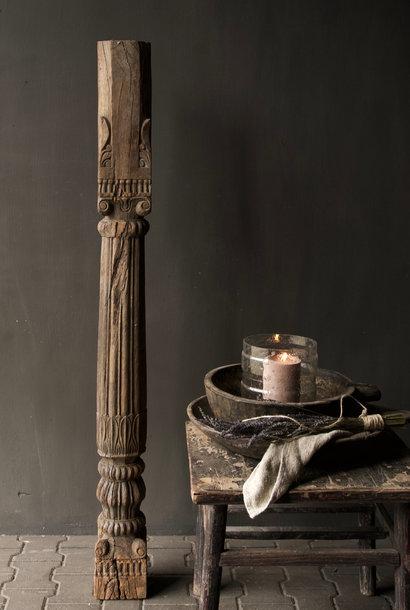 Authentische indische Holzsäule