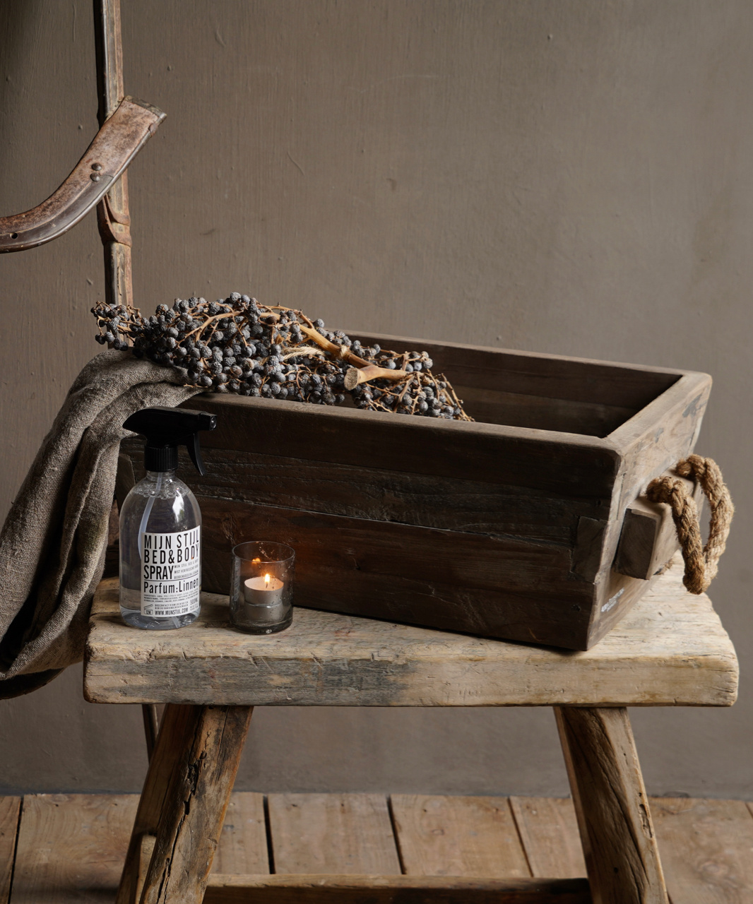 wooden trough with rope handle-1