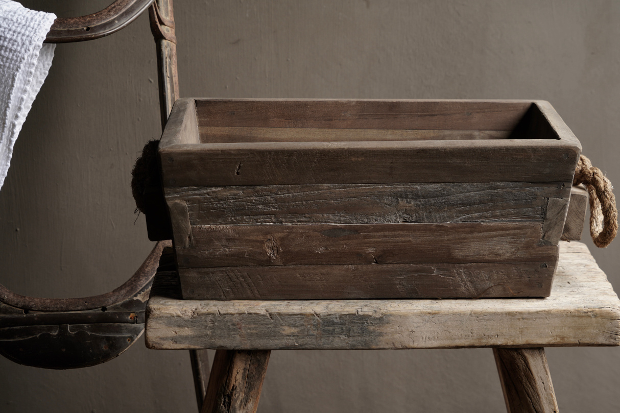 wooden trough with rope handle-3