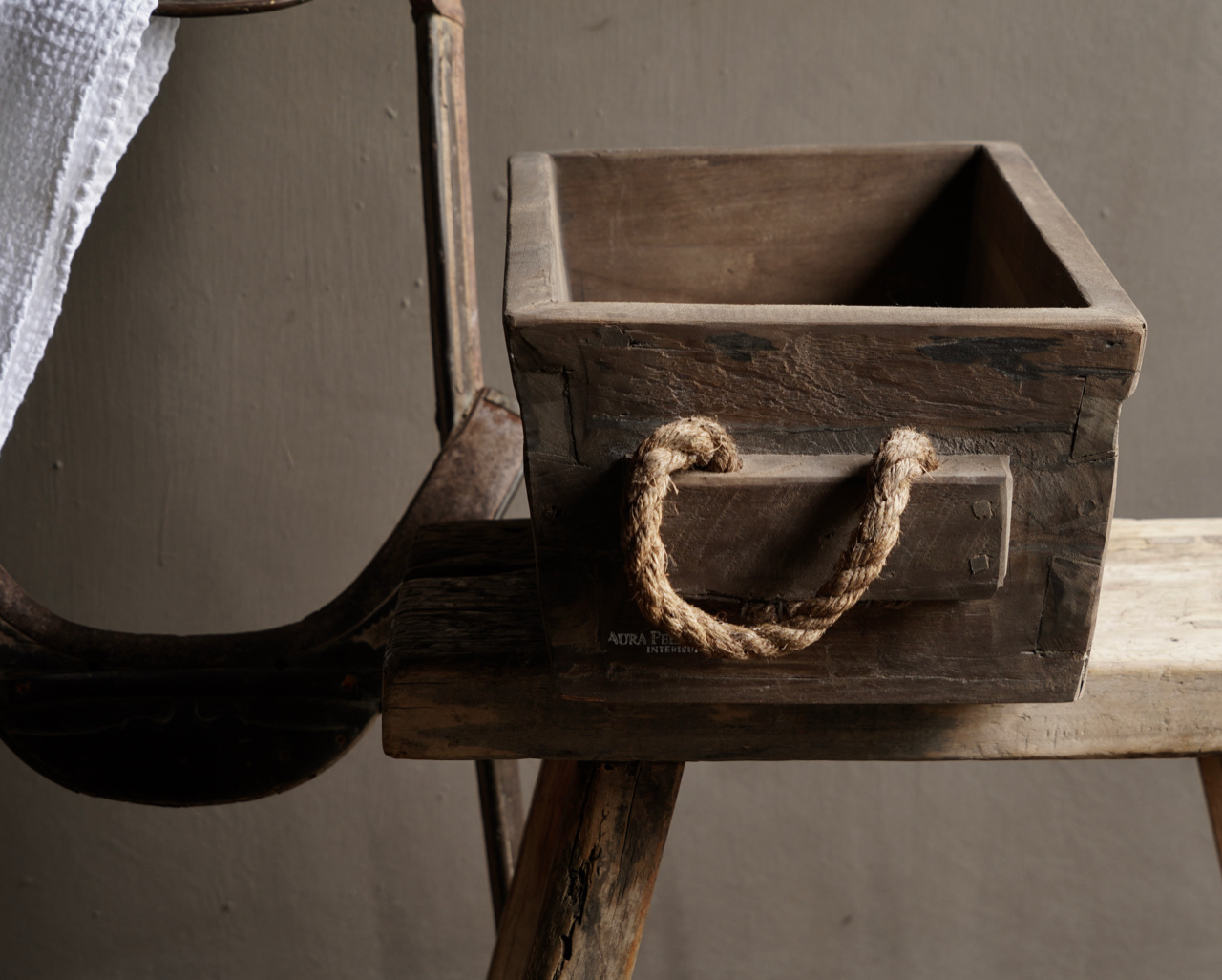 wooden trough with rope handle-4