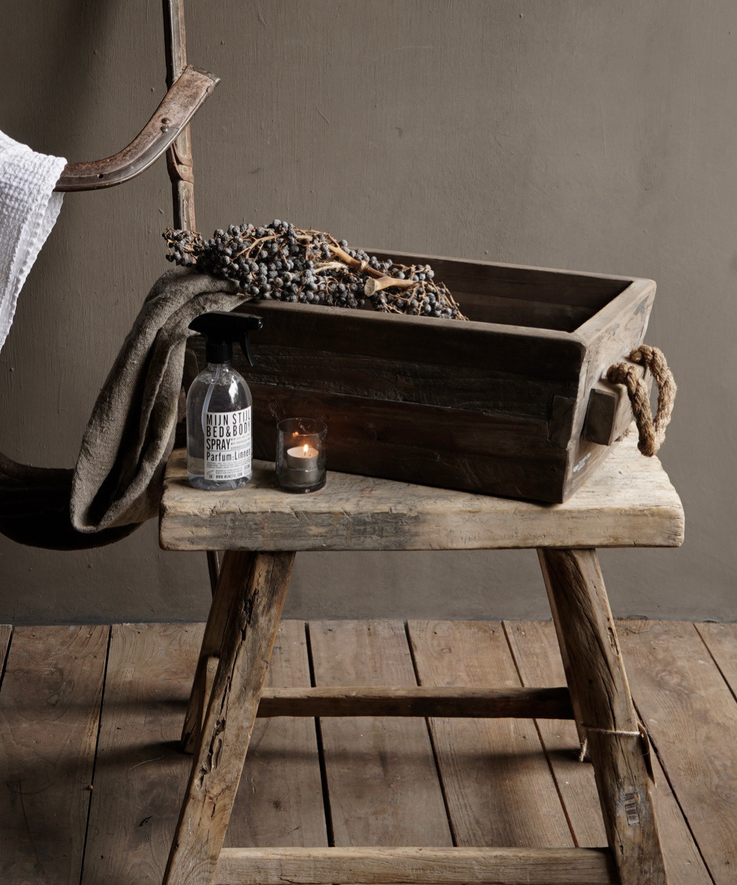 wooden trough with rope handle-6