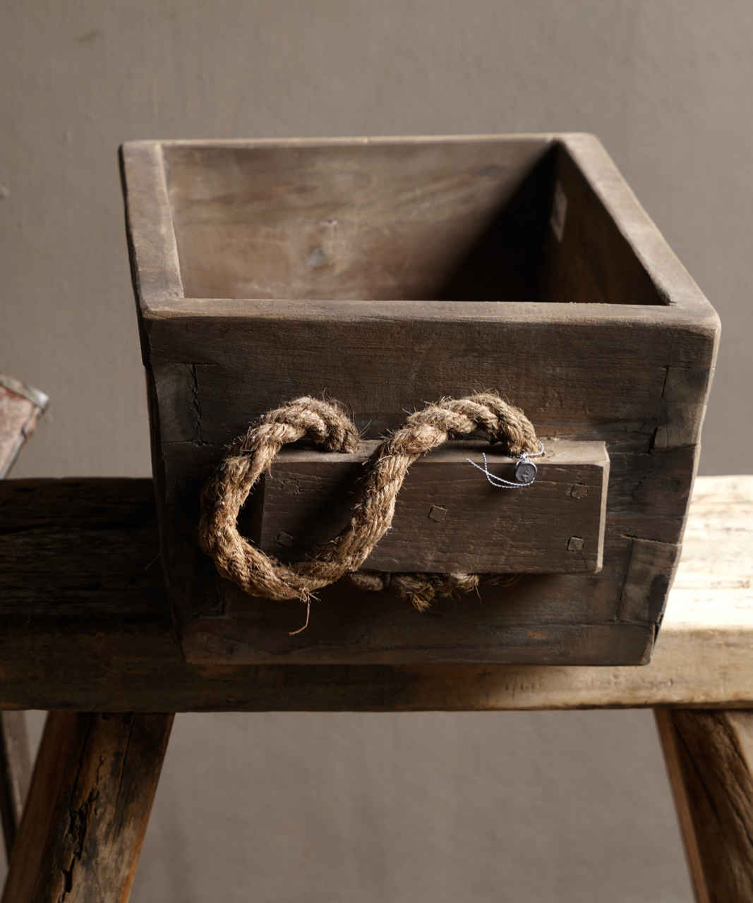 wooden trough with rope handle-7
