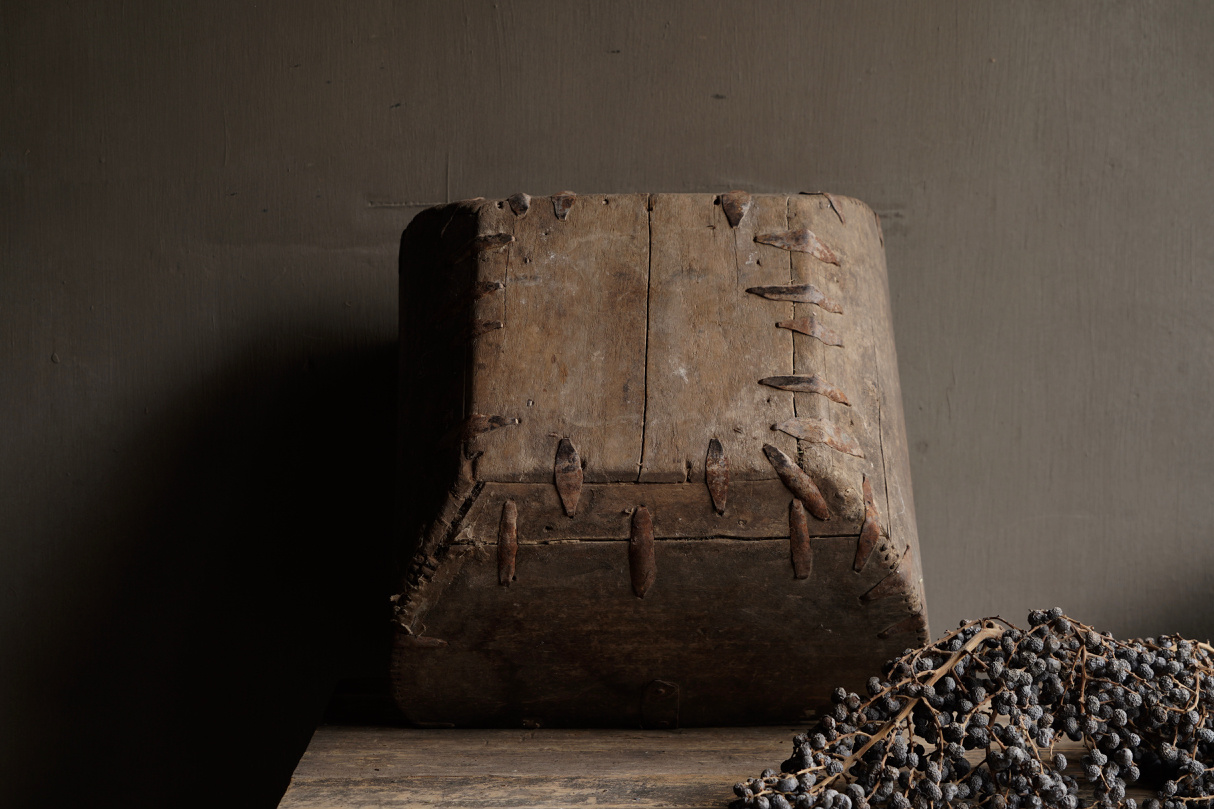 Old wooden seed / rice box-7