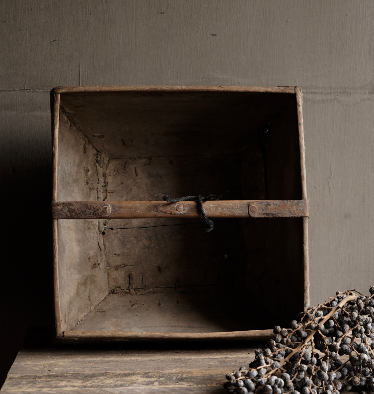 Old wooden seed / rice box-8