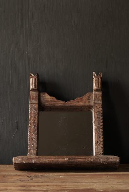 Oud houten Nepalees spiegeltje