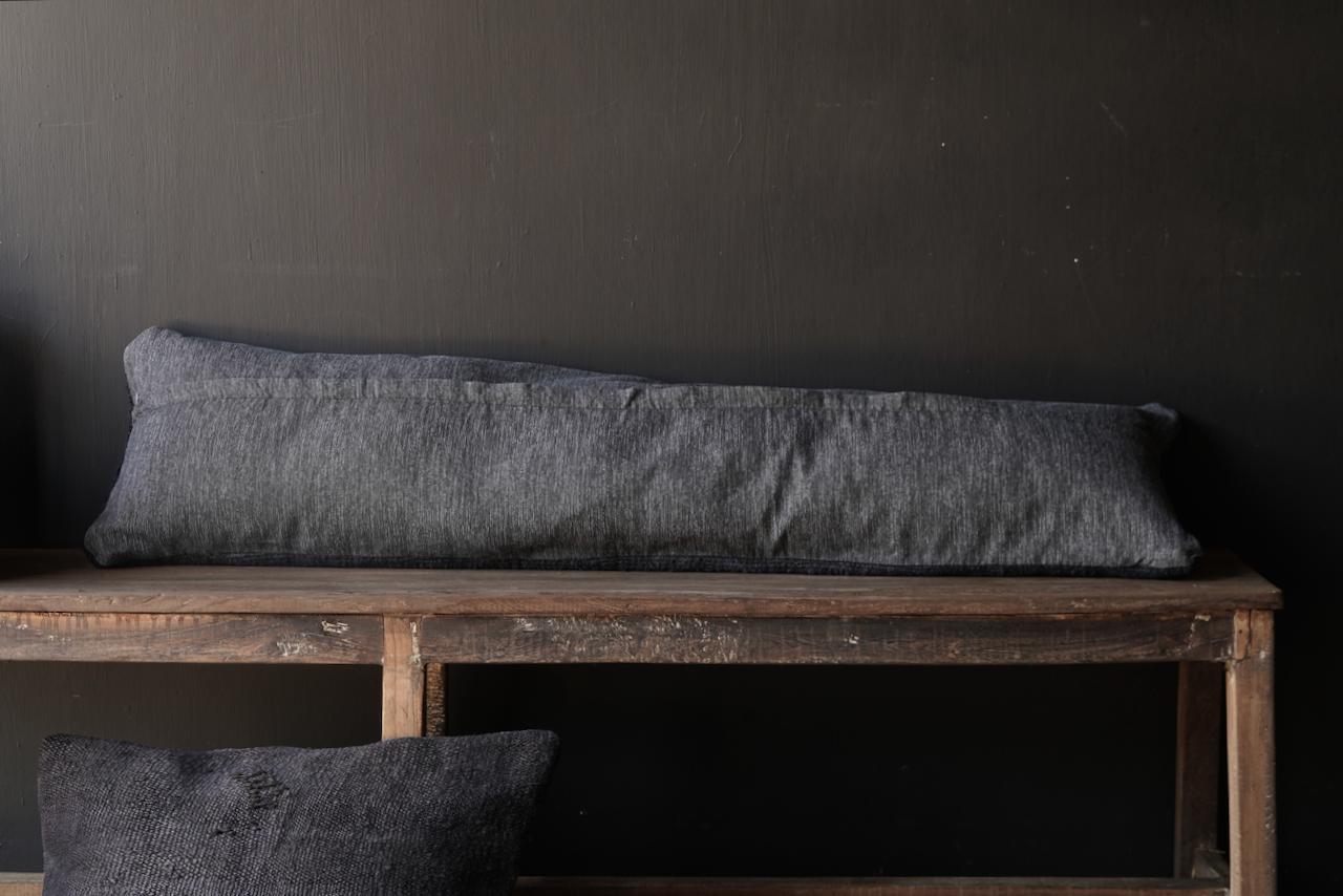 Schönes kühles langes schwarzes Hanfkissen-5