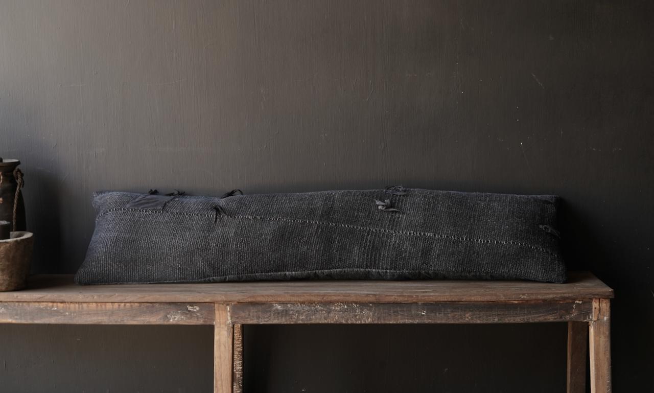 Schönes kühles langes schwarzes Hanfkissen-3