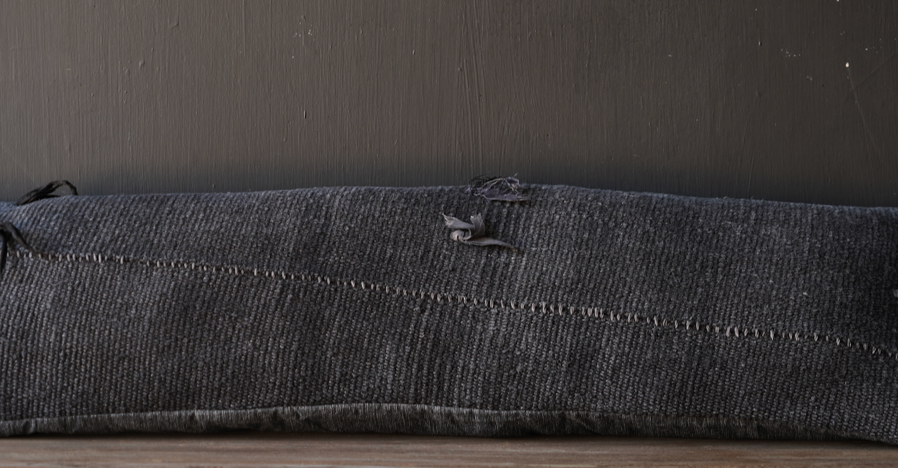 Schönes kühles langes schwarzes Hanfkissen-2