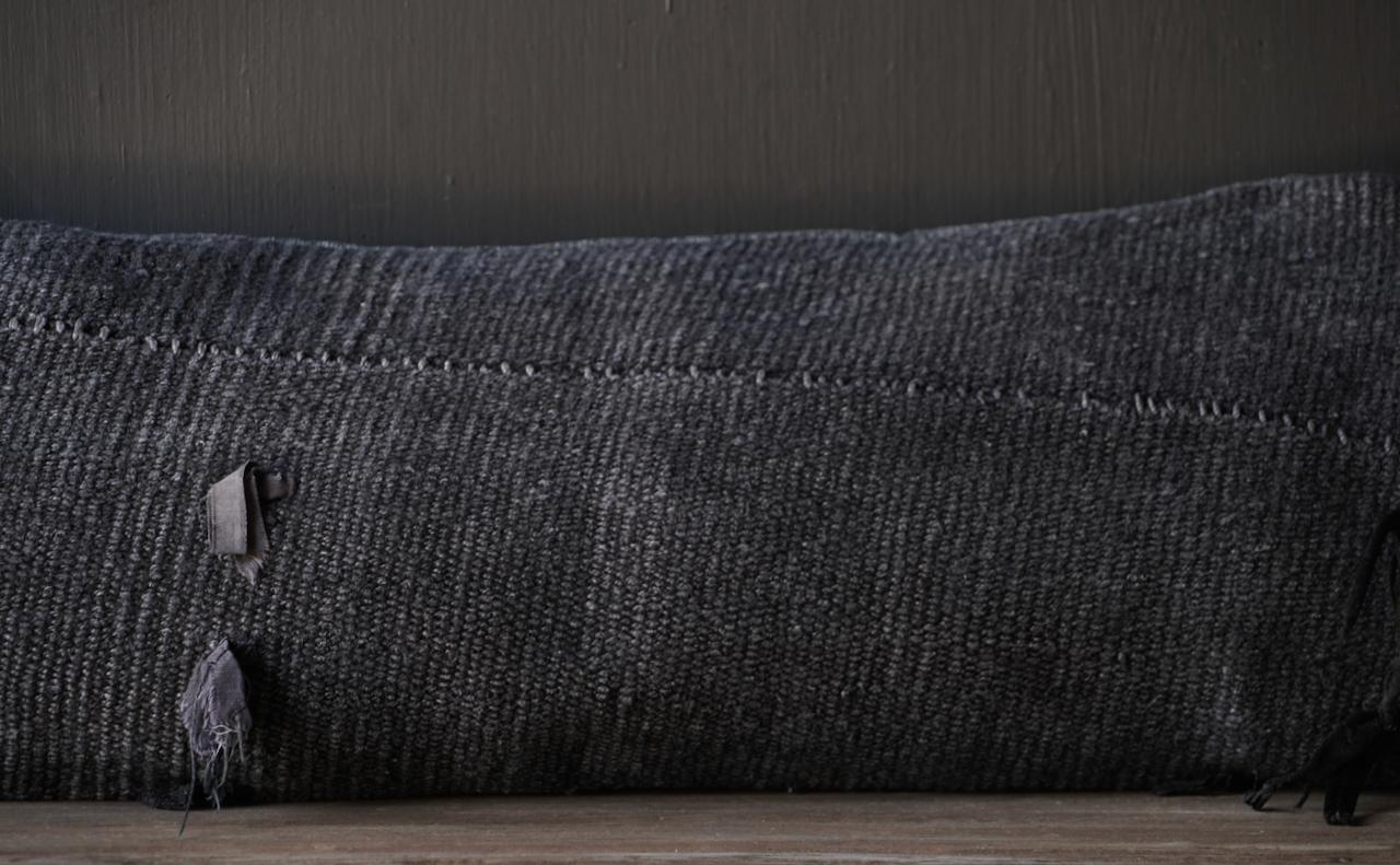 Schönes kühles langes schwarzes Hanfkissen-6