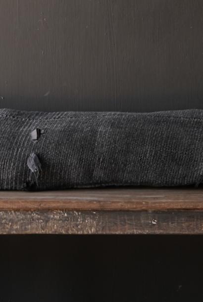 Schönes kühles langes schwarzes Hanfkissen