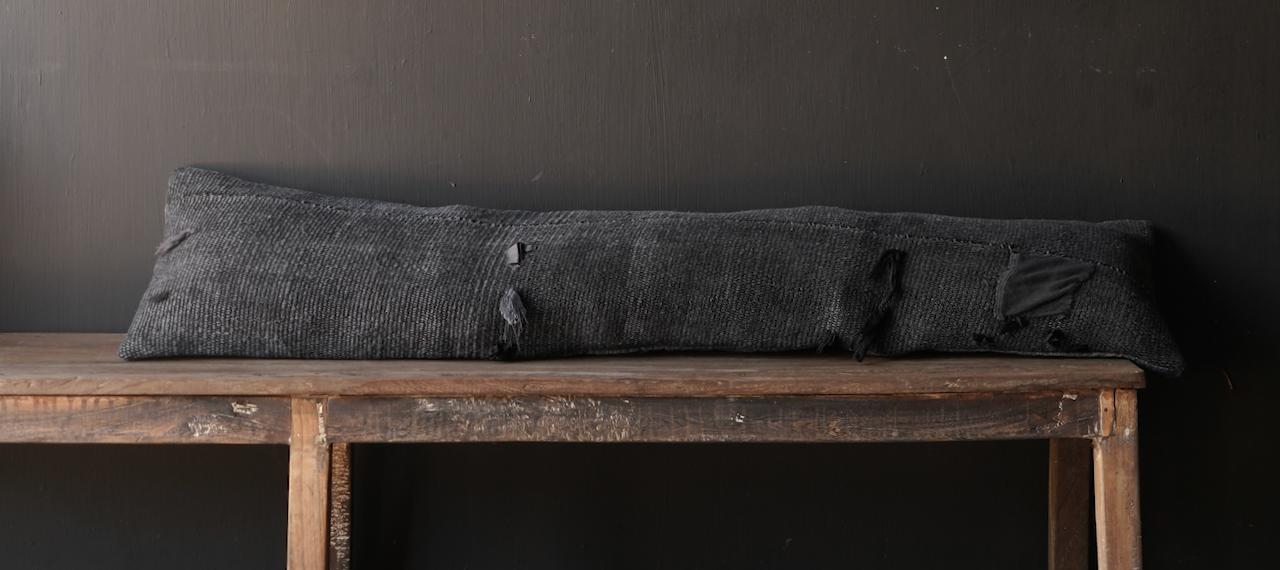 Schönes kühles langes schwarzes Hanfkissen-1
