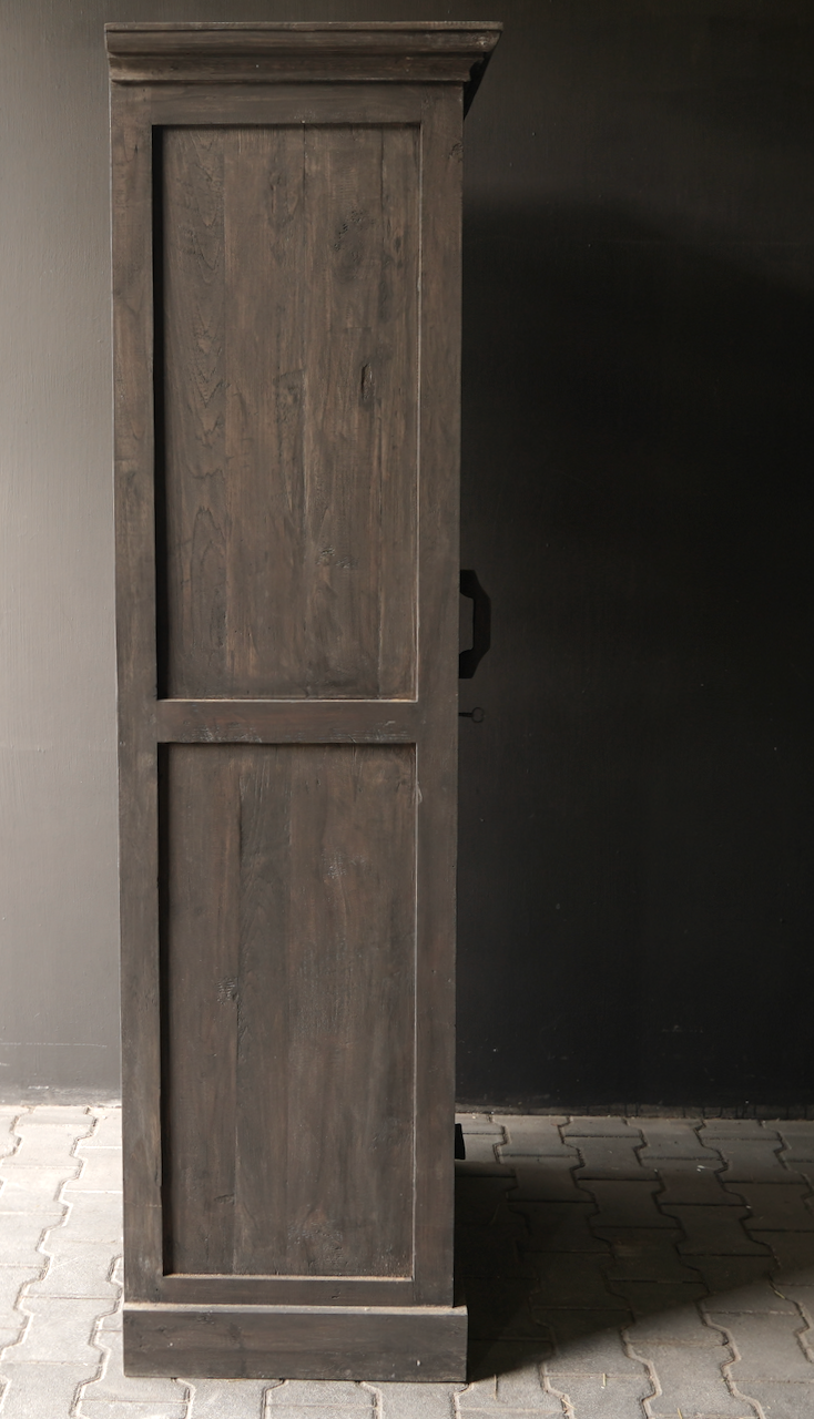 Sturdy one-door wardrobe from old wood with a drawer-6