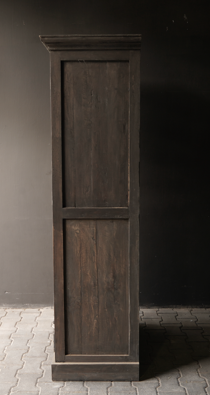 Sturdy one-door wardrobe from old wood with a drawer-7