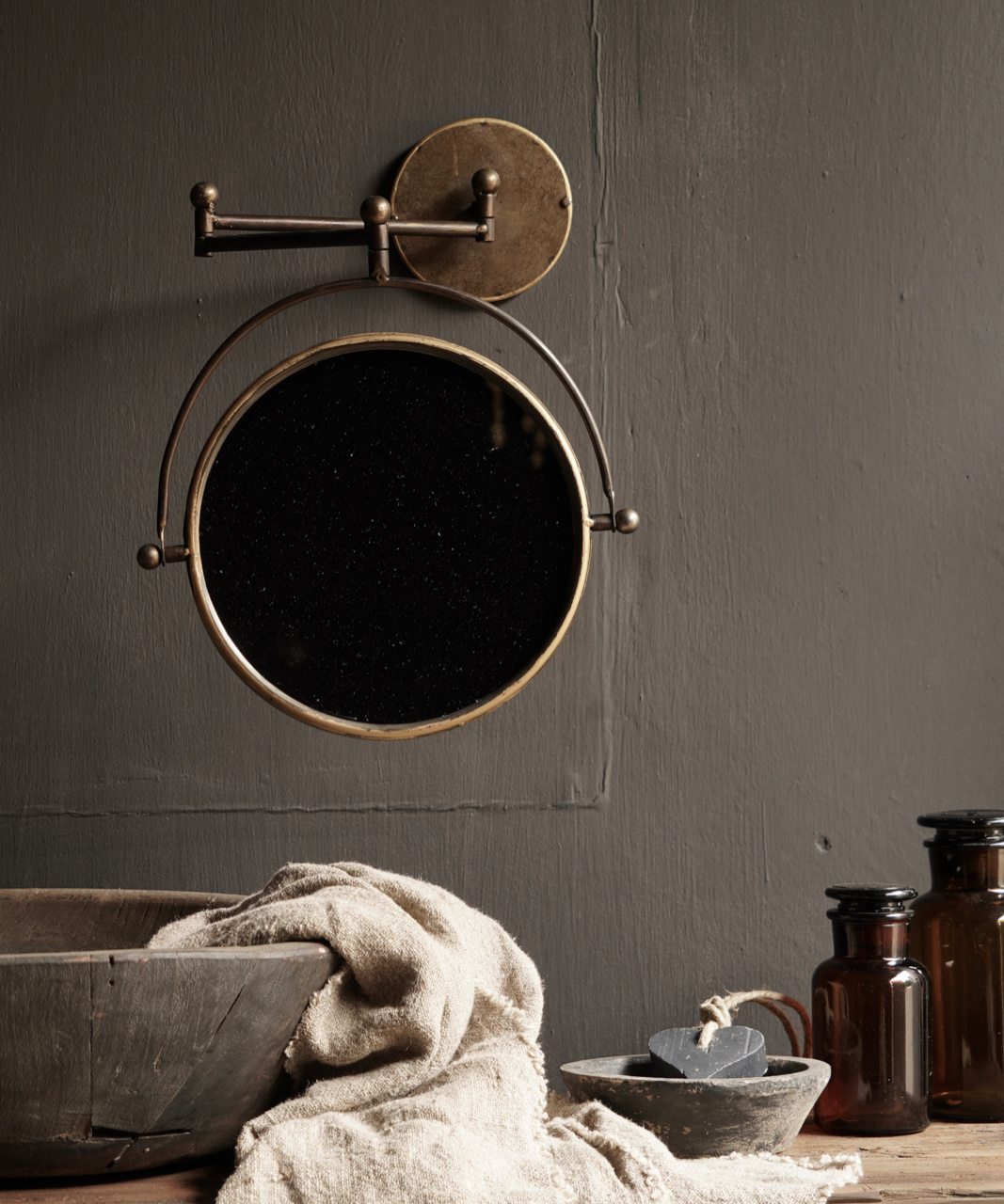 Spiegel voor aan de muur in de kleur koper-1