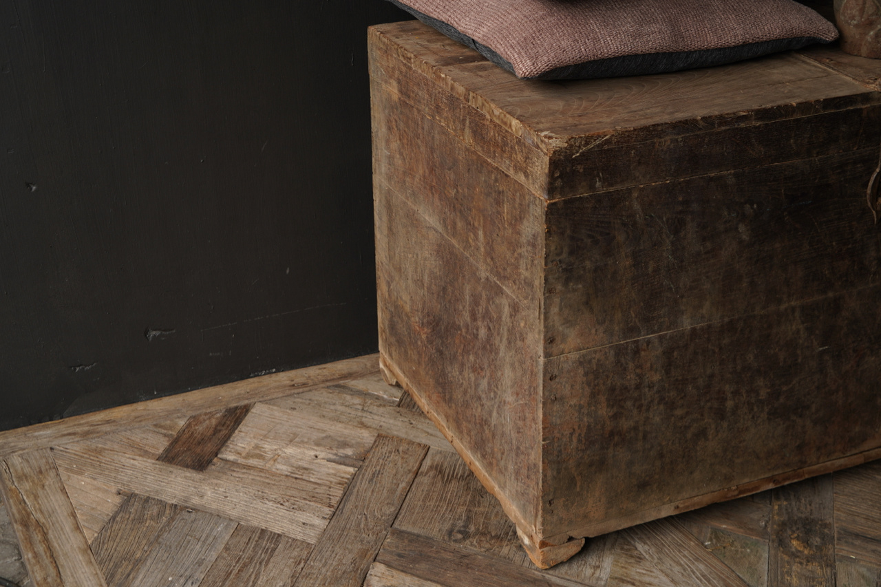 Alte authentische Holzkiste-5