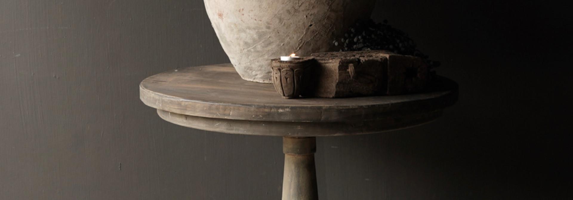 Stoere  ronde tafel gemaakt van oud gebruikt hout