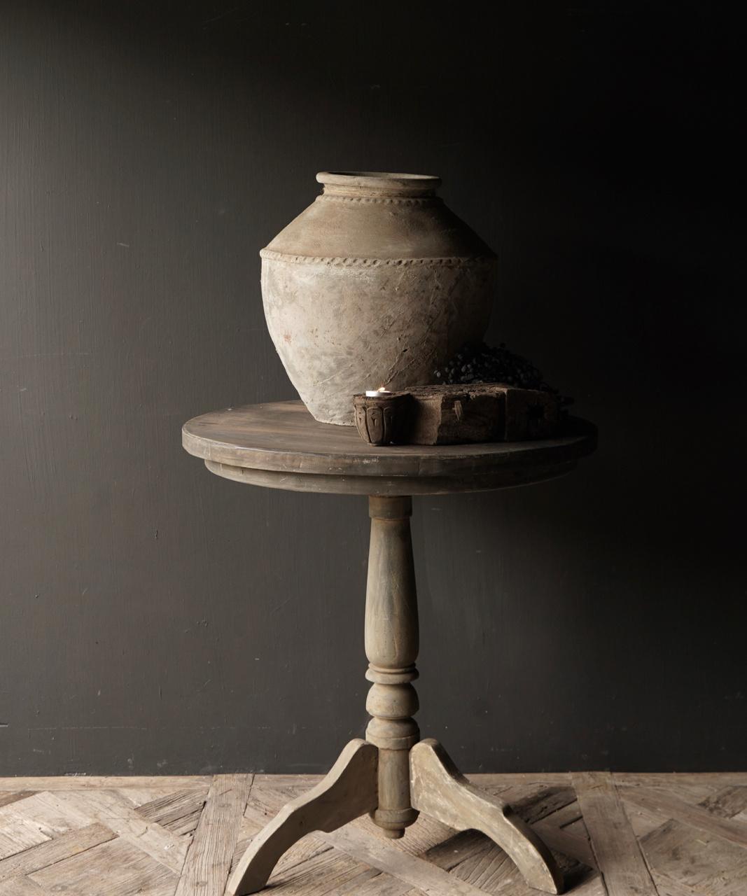 Stoere  ronde tafel gemaakt van oud gebruikt hout-1