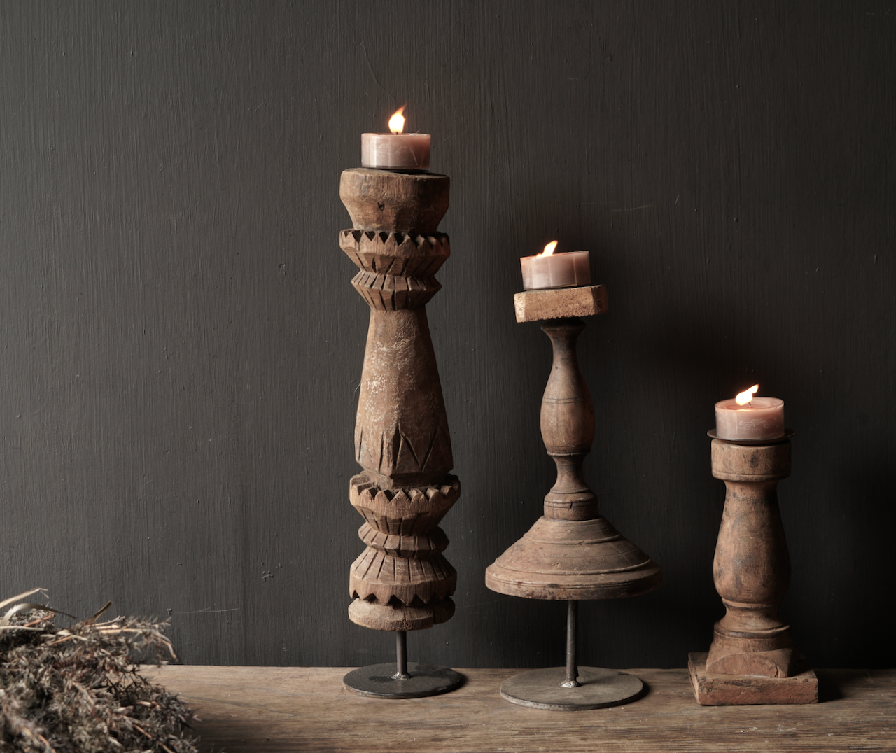 Hölzerner nepalesischer Kerzenhalter von der alten Verzierung-5