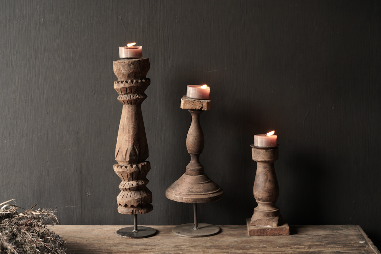 Hölzerner nepalesischer Kerzenhalter von der alten Verzierung-7