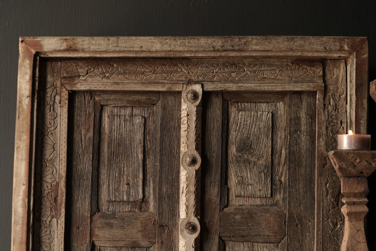 Stoer houten raamkozijn met luikjes-4