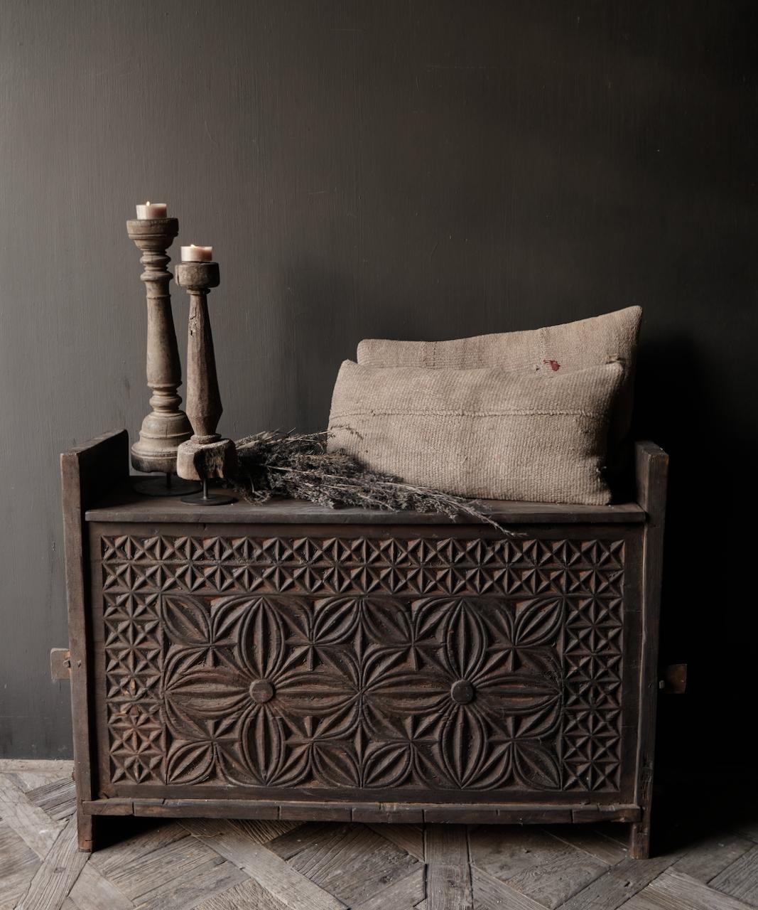 Tough old Himalaya Box / Box with wood carving-1
