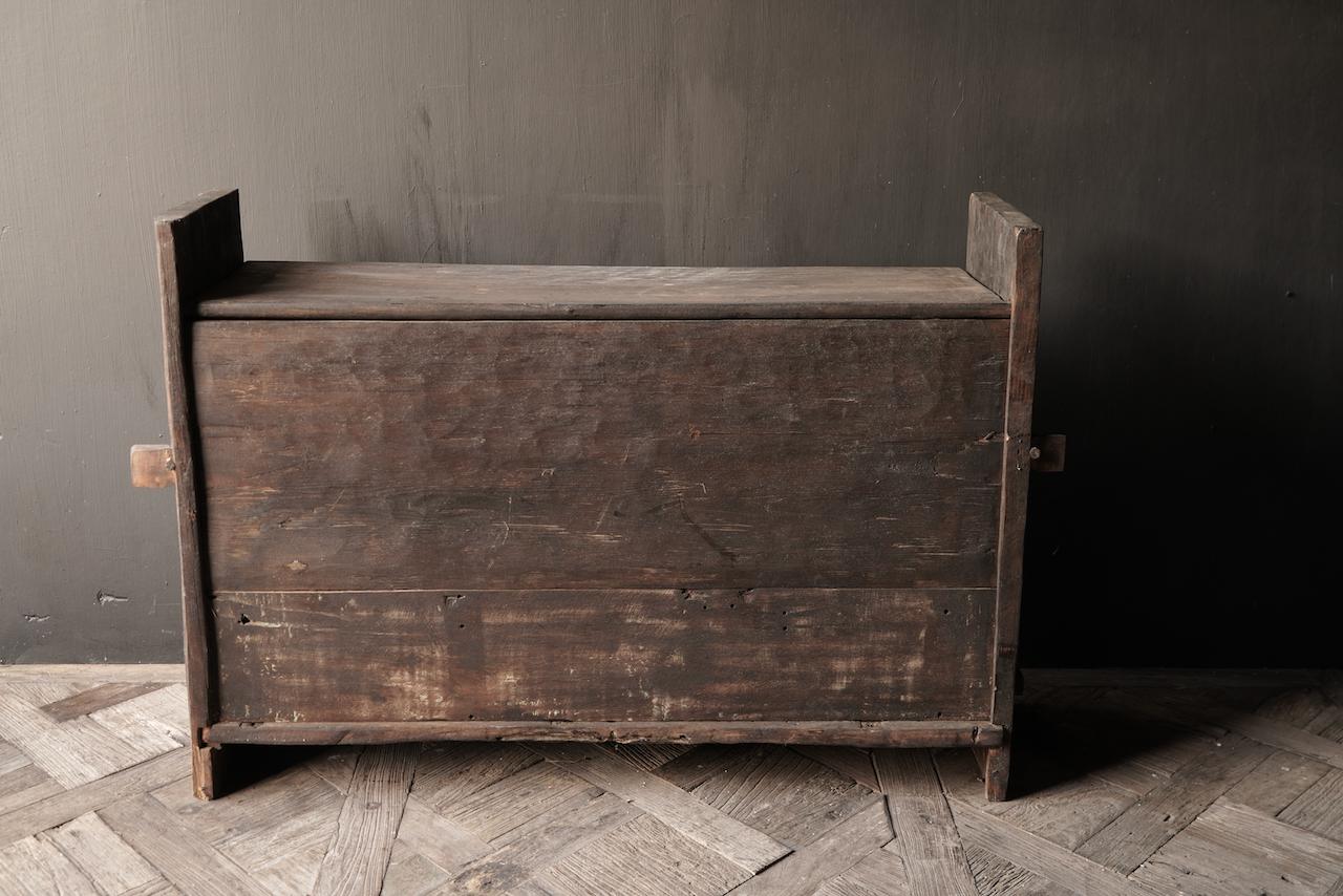 Tough old Himalaya Box / Box with wood carving-6