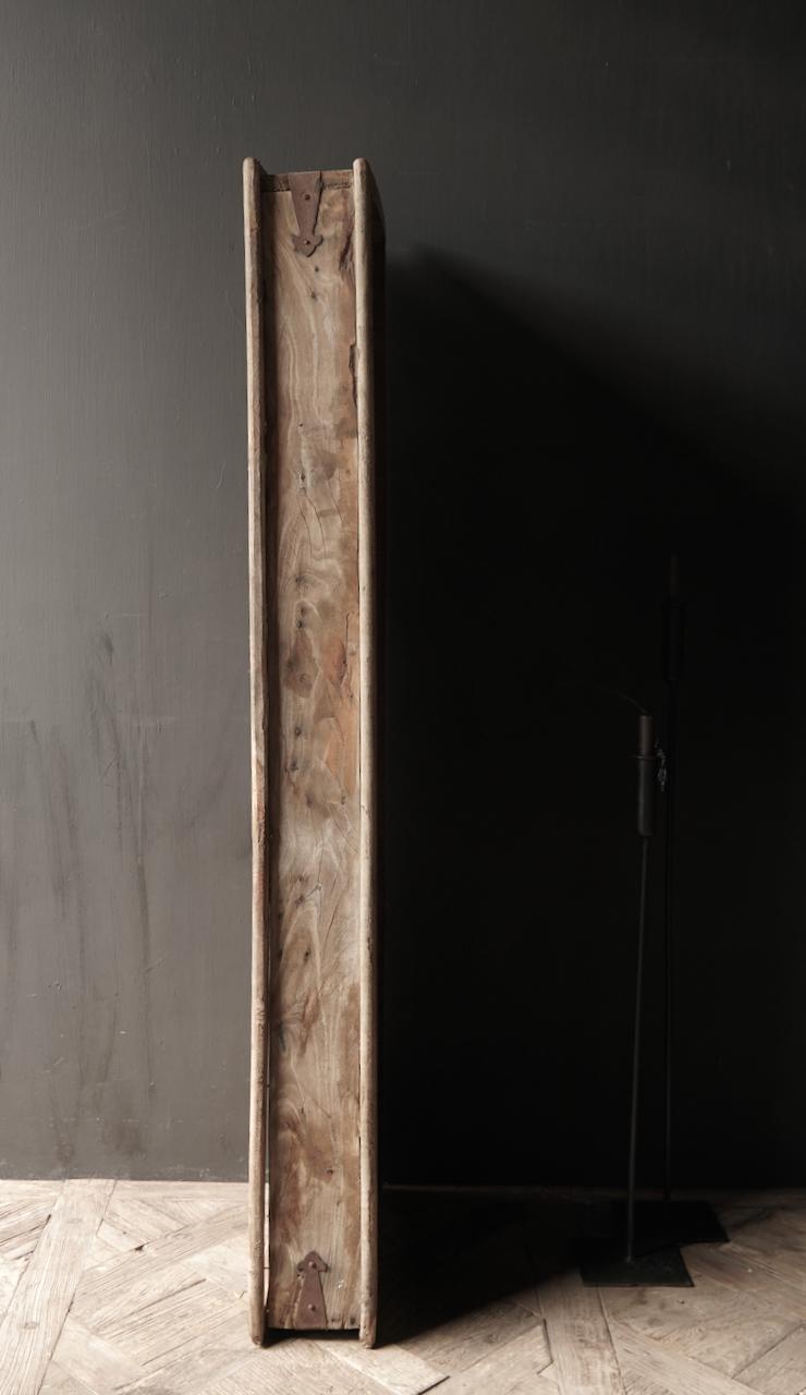 Robuster Holzfensterrahmen mit Fensterläden-6