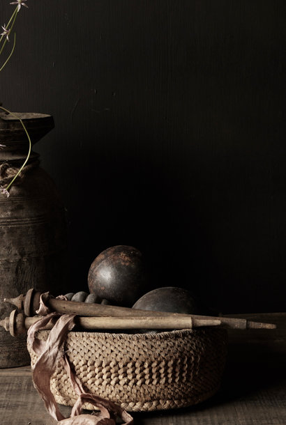 Oud Nepalees mandje  van gevlochten maïsbladeren